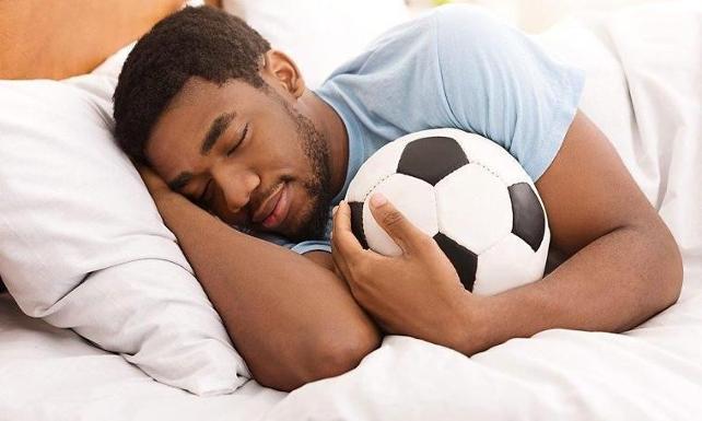 كيف ينام لاعبي كرة القدم