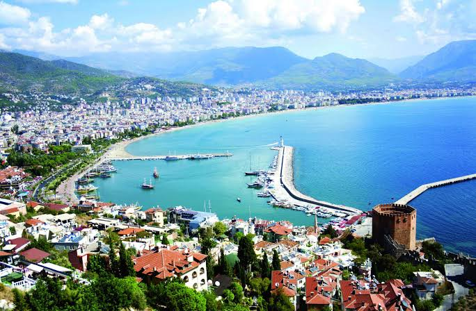 Photo of هنا سبحت كليوباترا وعولج الألمان.. تعرَّف على مدينة ألانيا التركية