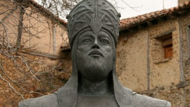 "Photo of كان بائعاً في دكان فأصبح ملكاً على الأندلس .. الملك المنصور ""محمد بن أبي عامر"" الذي خاض 54 معـ.ـركة ولم يخسر واحدة منها"