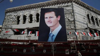 Photo of باحث بريطاني: أزمة سوريا مستمرة ما دام الأسد في القصر