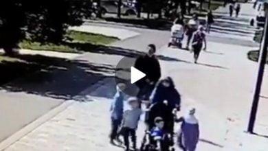 "Photo of شاب روسي يعـ.ـتدي بالضـ.ـرب على ""امرأ مسلمة"" أمام أطفالها (فيديو)"