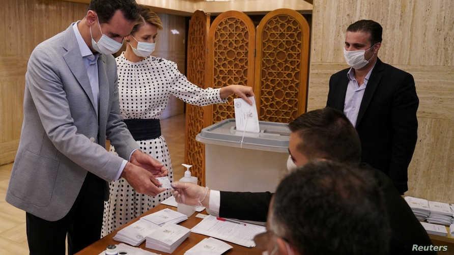 بشار الأسد رفقة زوجته أسماء الأسد